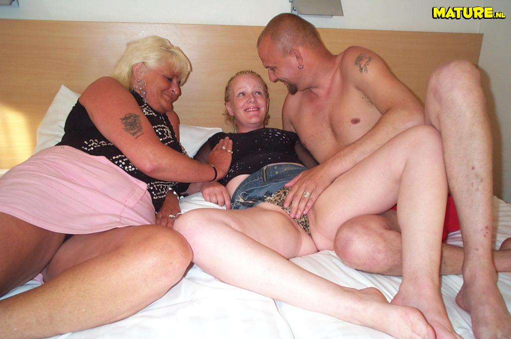 Amateur homemade threesome with cum on tits 10